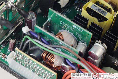 它采用了主动pfc,llc谐振和dc to dc电路设计.